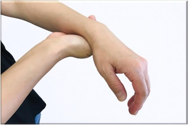 手首の痛みの原因と改善方法