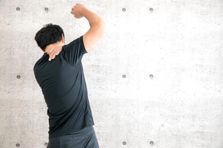 腕が上がらない原因と改善方法