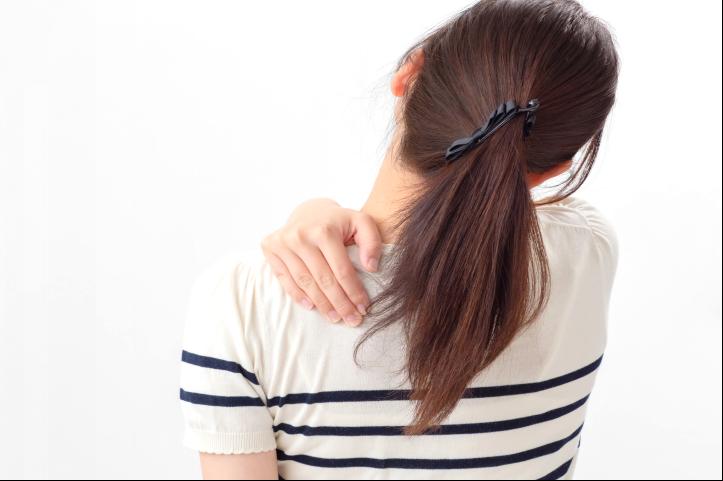 肩の痛みの原因と改善方法